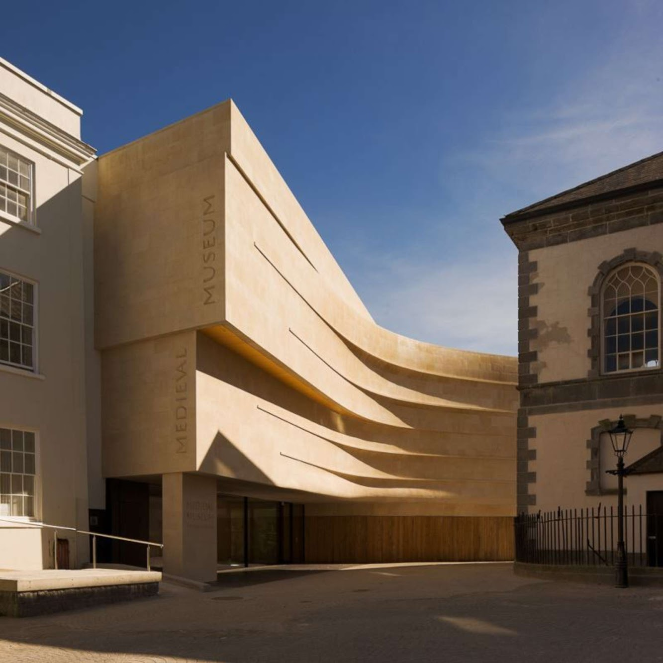 Cathedral Square, Waterford, Irlanda: Medieval Museum by Waterford City Council Architects