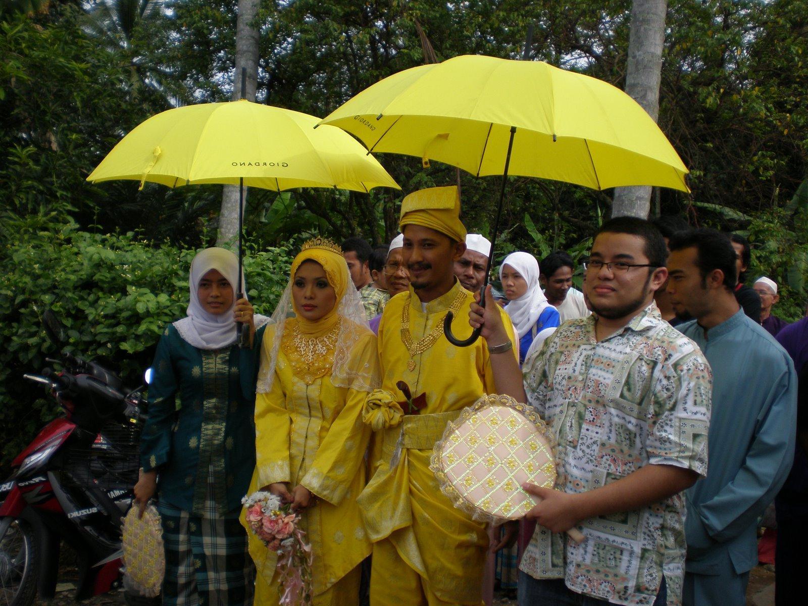 muslim wedding couple hands