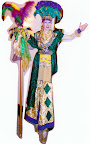 Gras Queen on stilts