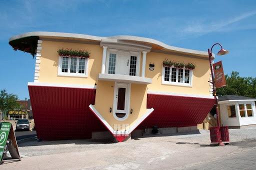 Niagra Falls Upsidedown House 1