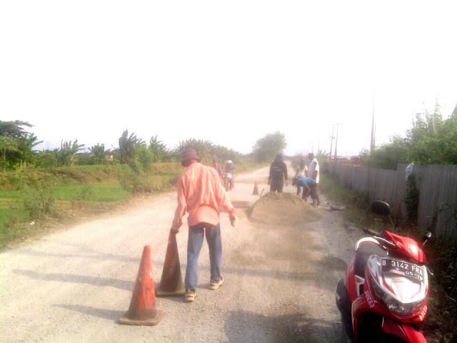 PT Cikarang Listerindo (CL) perbaiki jalan Babelan lebih 11 kilometer