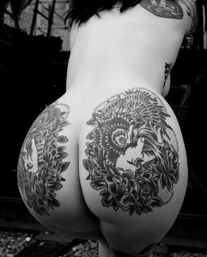 Tatuagens íntimas na piriquita