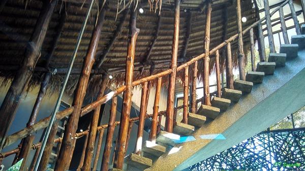 亚搭屋式的楼梯