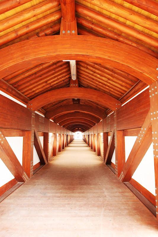 мост изнутри на трассе Йонама через старт-финишную прямую на Гран-при Кореи 2011