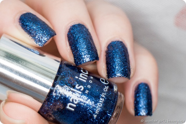 LFB Marineblau Navy blue liquid sand glitter nails inc sloane gardens swatch-3 - Kopie