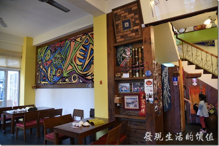 南投清境-魯媽媽餐廳一樓店內的景象。