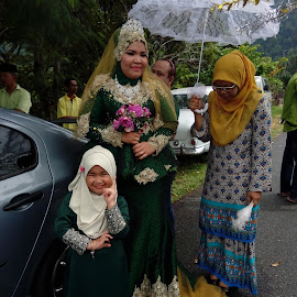 Dyna with her untie..the bride.. by Nor Haslina - People Group/Corporate ( kidsofsummer )