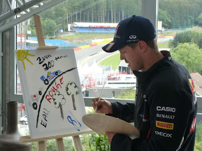 Себастьян Феттель рисует для Михаэля Шумахера на Гран-при Бельгии 2012