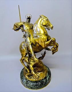 """Красивая подписная скульптура из бронзы. """"Св.Георгий"""" 19-й век. Позолоченная бронза, мрамор. Подпись скульптора. 38/27/55 см. 8000 евро."""