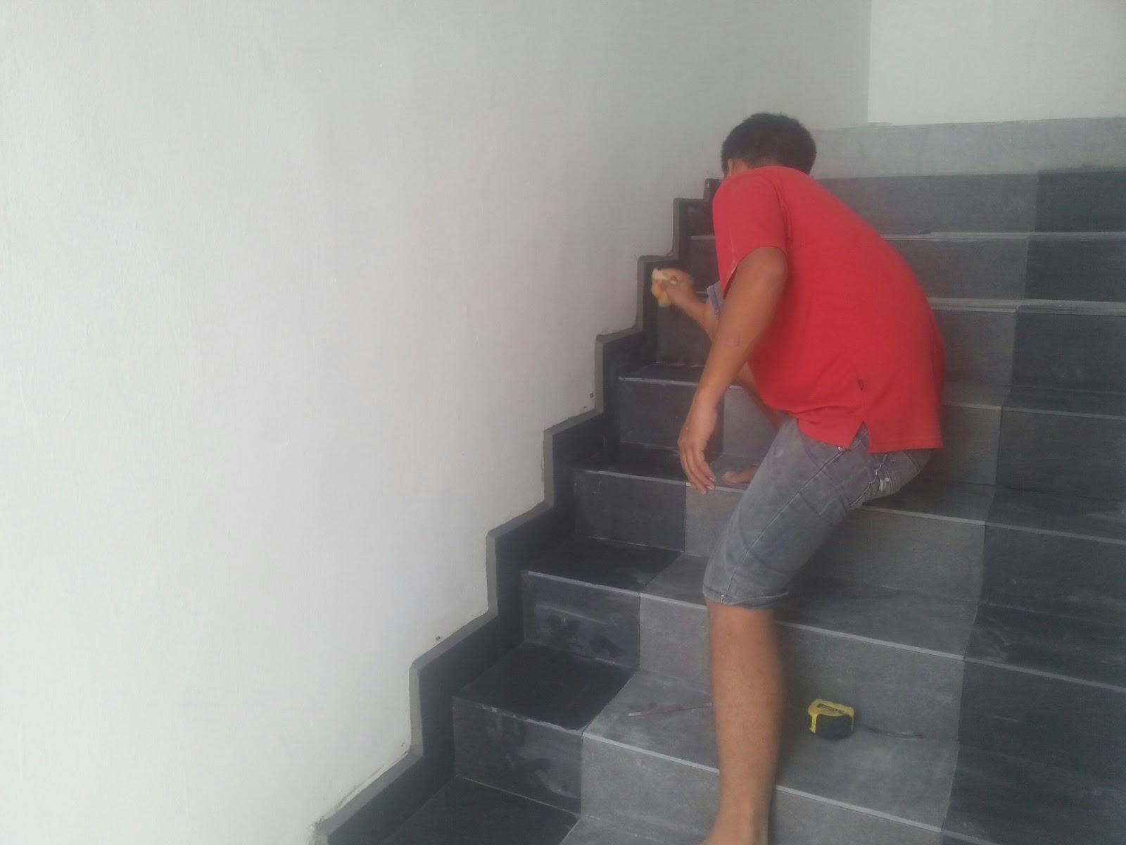 Kerja Memasang Tiles Kat Tangga Yang 1 2 Kaki Dengan Jenis Warna Dan Lantai Menggunakan