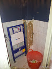 Inmiddels naar bnnen hangend toilet beneden