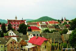 V druhé polovině 15. století již klášterečtí vařili vlastní pivo, byť nelegálně (souhlas dostali až o několik desítek let později) a pořádají trhy. V 16. století byl na břehu Ohře postaven panský dům, později přestavěný na zámek, do kterého se majitel panství Kryštof Fictum přestěhoval z hradu Šumburk.