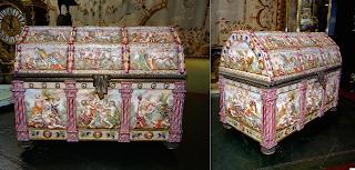 Антикварный фарфоровый ларец. Каподемонте. 19-й век. 39/21/30 см. 5500 евро.