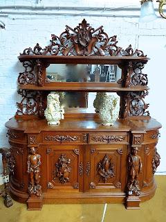 Антикварный буфет. ок.1870 г. Дерево, резьба, зеркала, 4 дверки, 4 выдвижных ящика. 207/73/225 см. 7900 евро.