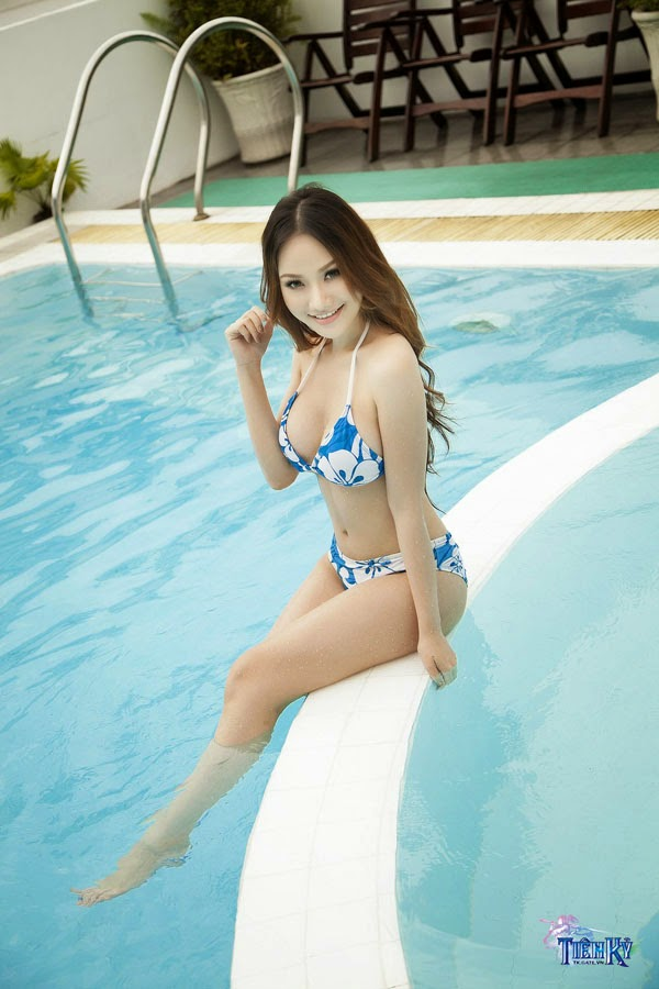 Jolie Dương khoe vòng 1 quyến rũ bên bể bơi - Ảnh 3