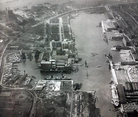 Pontoon dock 1938