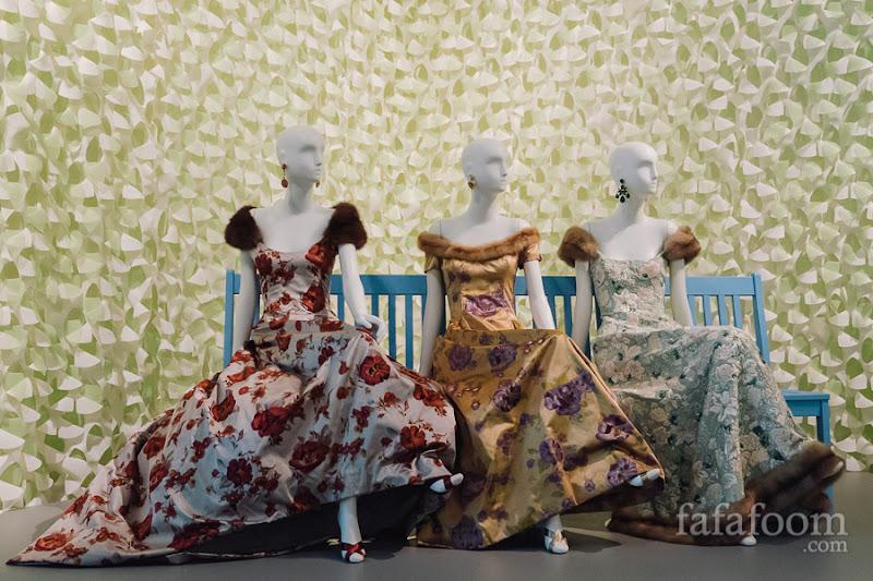 (Left to right) Oscar de la Renta for Pierre Balmain, Evening dress, Autumn/Winter 1997 - 1998. Evening gown, Autumn/Winter 1997 - 1998. Evening dress, Autumn/Winter 2000 - 2001.