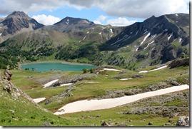 Vue du lac dans la montée vers le col.