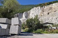 Richtung Bellinzona, Marmorsteinbruch beim Ort Lodrino.