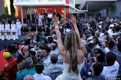 Вивиан Сиболд любуется подиумом Нико Росберга на Гран-при Монако 2013