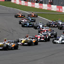 Heikki Kovalainen, Renault R27 and Giancarlo Fisichella, Renault R27 lead a pack of cars into Copse on the first lap