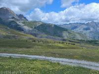 Auf dem Col des Champs (2087 m). Die Westrampe hinunter zum Ort Colmars.