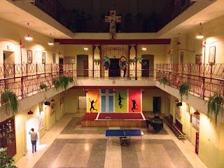 Szkoła pusta… smutna… czeka.