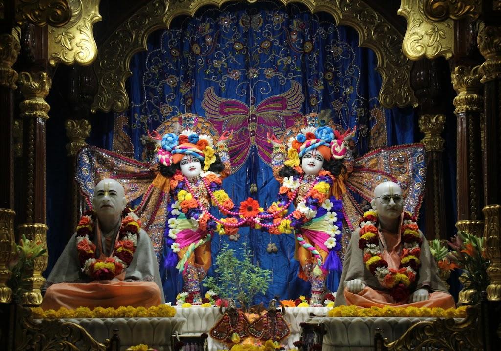 ISKCON Juhu Sringar Deity Darshan 14 Jan 2016 (16)