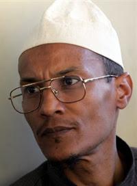Ali Belhadj au village natal de Hocine Ait Ahmed pour présenter ses condoléances à la famille du défunt