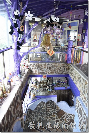 南投清境-瑪格麗特花園餐廳。往紫屋餐廳的樓梯。
