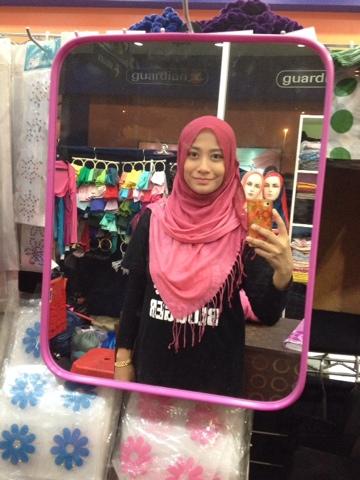 mommy irra pakai shawl dari mommy shehan