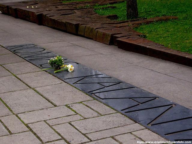 romas-kalanta-memorial-kaunas.JPG