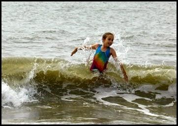 04j1 - beach - Girls were swimming