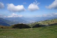 Klein und schmal. Auf der Brentonico-Hochebene. Blick hinunter nach Frenten/Avio. Fahrverbot von 20°°-6°° und 10°°-16°°.
