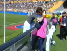 Screen+Shot+2012 04 26+at+12.47.33+PM Morgan De Sanctis shouts at a ballboy, ends up giving him his shirt (Lecce   Napoli)