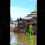 W każdej osadzie jest klasztor lub pagoda.