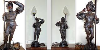 Пара светильников 20-й век. Высота 110 см. 4700 евро.