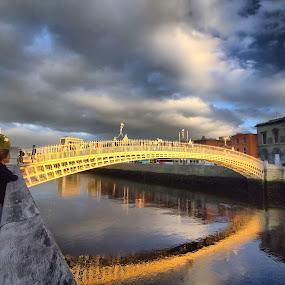Halfapenny bridge Dublin by Oguz Sevim - Landscapes Travel