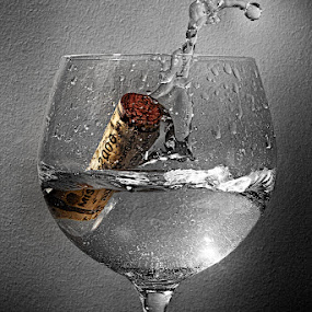 2006 by Javier Luces - Artistic Objects Glass ( water, wine, cork, champagne glasses, selective, black and white, glass, light )