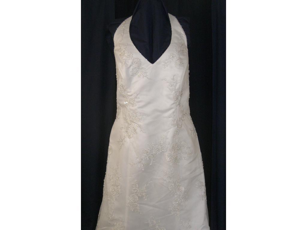 Demetrios Size 22   Sample Wedding Dresses   PreOwnedWeddingDresses.com