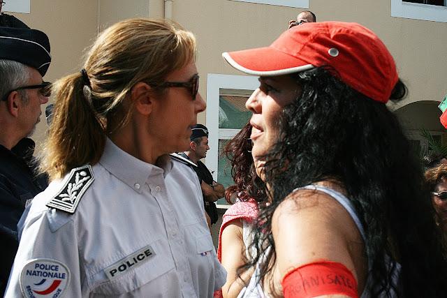 Face à face entre la patronne de la police et l'organisatrice de la manif