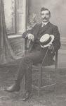 Willem Serné * 28 juli 1884 te Haarlem † 10 december 1955 te U.S.A. gehuwd met (1) Elisabeth Kootz (2) Florence Strietel beroep: Timmerman en Politieagent