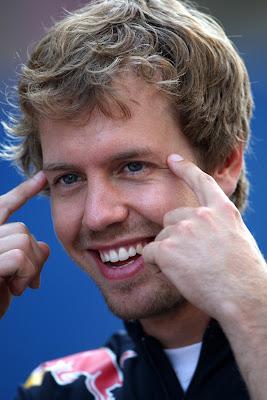 Себастьян Феттель с пальцами у глаз на Гран-при Европы 2011