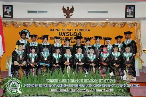 Foto bersama Wisudawan/i ABA Balikpapan angkatan V