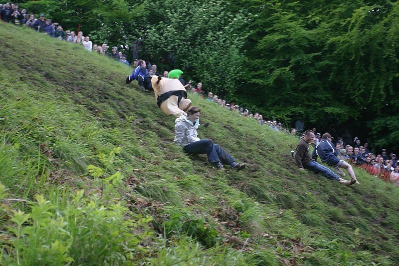cooper-hill-cheese-rolling-17