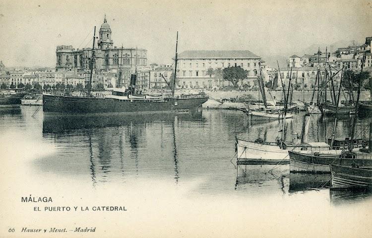 El vapor CIUDAD DE MAHON en el puerto de Malaga. Postal. Fecha indeterminada.jpg