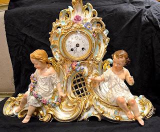 Фарфоровые часы. 19-й век. 60/20/46 см. 6800 евро.