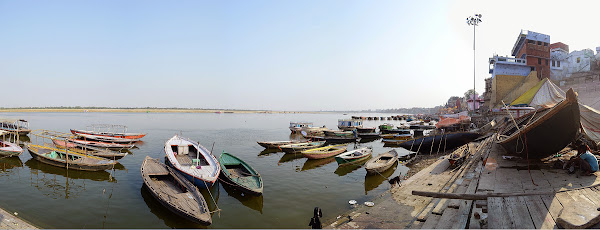 варанаси ганг панорама лодки