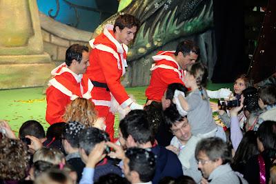 Марк Жене Жюль Бьянки Фелипе Масса развлекают детей на рождественском мероприятии Ferrari 18 декабря 2011