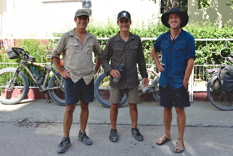 Baietii de la Solid Dream, dupa 3 luni prin Pamir cu biciclete cu cauciucuri late.
